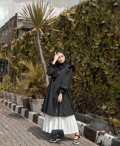 Hijab Casual, Modest Fashion Hijab, Hijab Style Dress, Modern Hijab Fashion, Ootd Hijab, Hijab Fashion Inspiration, Casual Dress Outfits, Street Hijab Fashion, Hijab Chic