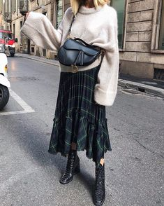 4 Trendy Zara Bags For This Summer Look Fashion, Daily Fashion, Fashion Outfits, Womens Fashion, Fashion Fashion, Street Looks, Street Style, Fall Outfits, Casual Outfits