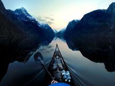 B. Voimakkaita kontrastivärejä Nærøyfjord - Norway by Tomasz Furmanek