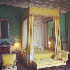 Lemon yellow silk #damask in the #chinese #bedroom #hatfieldhouse