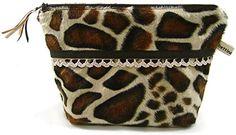 Kosmetiktäschchen GIRAFFE Plüsch mit Häkelspitze - bettina bruder® bettina bruder http://www.amazon.de/dp/B010HUJ0DK/ref=cm_sw_r_pi_dp_u1obxb1F66WX6