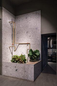 News and Trends from Best Interior Designers Arround the World Contemporary Interior Design, Best Interior Design, Flower Shop Design, Floral Design, Flower Studio, Flower Art, Tile Design, Concrete Design, Retail Design