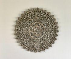 Flowee Mandala - Wanddecoratie Houten wandpaneel - Greywash - 90 cm Decorative Plates, Mandala, Mirror, New Delhi, Decoration, Home Decor, Products, Saints, Decor