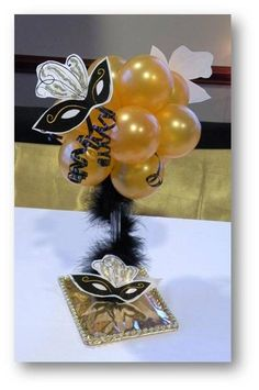 Another centerpiece idea for a masquerade themed party, have to replace balloons Masquerade Party Centerpieces, Masquerade Party Decorations, Balloon Centerpieces, Balloon Decorations, Centerpiece Ideas, Wedding Centerpieces, Sweet 16 Masquerade, Masquerade Prom, Masquerade Masks