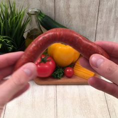 Poulet, merguez ou chipo, tout roule au barbecue Chicken, merguez or chipo, everything rolls on the barbecue Tasty Videos, Food Videos, Camembert Barbecue, Lamb Recipes, Healthy Recipes, Twisted Recipes, Rainbow Food, Indian Snacks, Creative Food