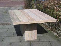 Steigerhouten tafel met kolompoot en een prachtig blad. We maken deze riante steigerhouten tafel met kolompoot op maat. Snel thuis geleverd ook!
