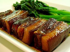 Braised Pork to 3 lbs Pork Belly, cut into big chunks ( 3 to 4 cup Brown cups cup 1 inch Ginger, stalks Tbsp Dark Soy Tbsp Light S Porc Au Caramel, Braised Pork Belly, Pork Belly Recipes, Asian Pork, Chicharrones, How To Cook Pork, Pork Dishes, Pork Ribs, Asian Recipes