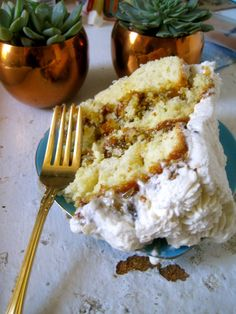 Recipe for old fashioned lane cake - Recipes tips Just Desserts, Delicious Desserts, Yummy Food, Bird Cakes, Cupcake Cakes, Cake Recipes, Dessert Recipes, Yummy Recipes, Lane Cake