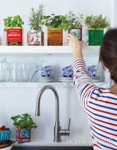 boites à thé pour les herbes dans la cuisine