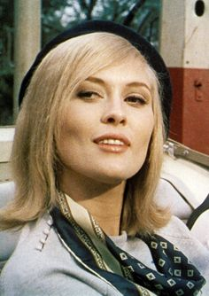 Faye Dunaway as Bonnie Parker in 'Bonnie & Clyde' Bonnie Clyde, Bonnie Parker, Bonnie And Clyde Movie, Faye Dunaway, Katharine Hepburn, Audrey Hepburn, Hooray For Hollywood, Golden Age Of Hollywood, Old Hollywood