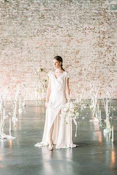 Wie erstelle ich ein individuelles Hochzeitskonzept. | Backlinse White Dress, Industrial, Blog, Dresses, Fashion, Extravagant Wedding Cakes, Bridal Bouquet Fall, Queen Annes Lace, Perfect Wedding