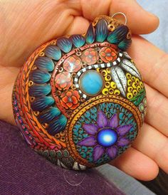 http://polymerclaydaily.com/2014/12/22/doodled-polymer-ornaments/ by Jael Thorp of https://www.facebook.com/jaelsartjewels