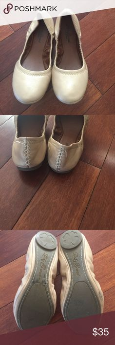 7.5 ballet flat lucky brand nude These flats go with EVERYTHING! They are adorable and made by lucky brand 7.5. Elastic around shoe form fits to foot. One area of wear as pictured but unable to see unless viewing the sole of the shoe Lucky Brand Shoes Flats & Loafers