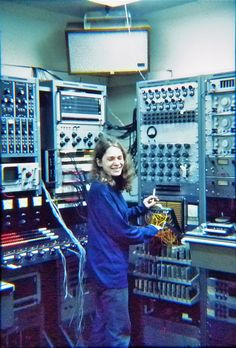 Spiegel at work in the era of mainframe synthesizers. Photo by Emmanuel Ghent, courtesy Laurie Spiegel.