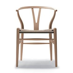 Carl Hansen Wishbone Chair - Wood designed by Hans Wegner - The Wishbone Chair, was designed by Hans J.Wegner in Manufactured by Carl Hansen & Son in Denmark the Wishbone Chair is every inch the Danish design classic. Hans Wegner, Plywood Furniture, Furniture Design, Wood Chair Design, Modern Furniture, Timber Furniture, Futuristic Furniture, Furniture Chairs, Product Design