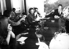 1970: Forfatterne Charlotte Strandgaard, Ebbe Reich, Klaus Rifbjerg, Hans Jørgen Nielsen, Erik Thygesen m.fl. protesterer mod at kulturminister K. Helveg Petersen vil fratage teatergruppen 'Secret Service' statsstøtte, fordi der ryges hash under forestillingerne.