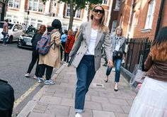 nice Lessons learned from London Fashion Week Street Style , I love love watching street style pictures from the fashion week sidewalks. Phil Oh's best street style photos from London Fashion Week Spring Summe. Fashion Week 2018, Fashion Weeks, Spring Street Style, Fashion Pictures, Style Pictures, London Fashion, Women's Fashion Dresses, Fashion Photo, My Style