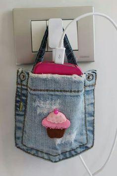 Tasca jeans per caricare  il cellulare! Attacco di riciclo creativo!