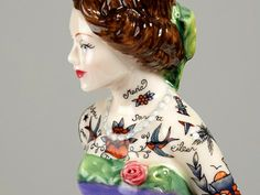 Las muñecas de porcelana que amaban los tatuajes   La artista Jessica Harrison le da una vuelta de tuerca a las tradicionales figuritas deco...