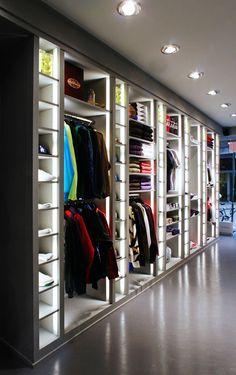 44 walk in closet designs for dream luxury homes 13 Walk In Closet Design, Bedroom Closet Design, Closet Designs, Bedroom Setup, Room Ideas Bedroom, Hypebeast Room, Clothing Store Interior, Shoe Room, Dressing Room Design