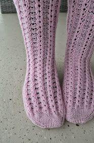 Ensimmäiset sukat varpaista varteen CHECK! Eikä se edes ollut niin vaikeaa kuin olin ajatellut. Ehkäpä odotin vain oikeaa mallia ...