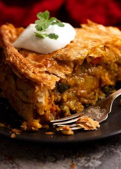 Showing filling of Vegetable Samosa Pie Vegetarian Pie, Vegetarian Main Course, Vegan Pie, Vegetable Samosa, Vegetable Pie, Curry D'aubergine, Recipetin Eats, Recipe Tin, Puff Pastry Recipes