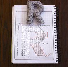 Alfabeto crochet - R Crochet Gratis, Crochet Diy, Crochet Amigurumi, Crochet Home Decor, Love Crochet, Crochet Dolls, Crochet Flowers, Crochet Diagram, Crochet Chart