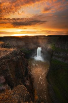 Palouse Falls, Washington State. Visited here over the summer. Beautiful.
