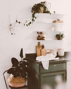 Minimal Apartment, Box Dye, Images Instagram, Minimal Home, Room Interior Design, Kitchen Backsplash, Home Decor Inspiration, Boho Decor, Marie