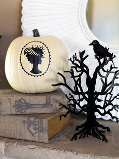 Silhouette Pumpkin Design >> http://www.diynetwork.com/decorating/how-to-make-black-and-white-halloween-decorations/pictures/index.html?soc=pinterest