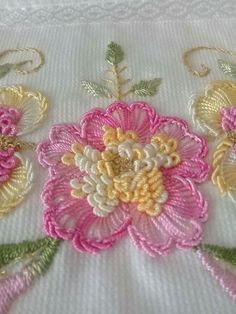 Ribbon Embroidery Flowers by Hand - Embroidery Patterns Hand Embroidery Flower Designs, Creative Embroidery, Simple Embroidery, Learn Embroidery, Hand Embroidery Stitches, Embroidery Techniques, Embroidery Kits, Ribbon Embroidery, Cross Stitch Embroidery
