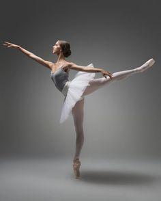 Isobelle Dashwood – Ballet: The Best Photographs Isobelle Dashwood – Ballet: The Best Photographs,Fotografie ©️️️ Taylor-Ferné Morris. Art Ballet, Ballet Dancers, Ballerinas, Dance Photography Poses, Dance Poses, Ballerina Photography, Ballet Pictures, Dance Pictures, Misty Copeland