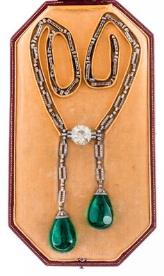 An important Art Deco diamond and Columbian emerald necklace.