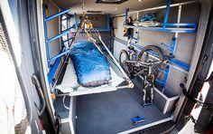 Shadow Cruiser von Outside Van mit herabklappbaren Pritsche