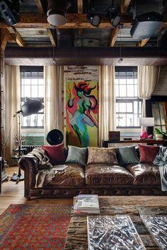 Casinha colorida: Home Tour: verdadeiro loft rústico