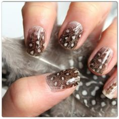 Uñas con textura y plumas, lo ultimo en manicure!!!