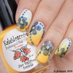 💅🏻Summer nail art with real flowers. 📽Video will be up soon! . 💅🏻Летний дизайн с натуральными цветами. 📽Видео будет через час! . 🌸Nail polishes / Лаки: El Corazon No.423/290, No.423/300, Kaleidoscope No.I-08 @el_corazon_art_direct 🌸top coat / Топ: Art top coat El Corazon @el_corazon_shop