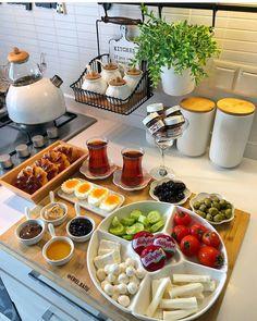 Dinner For Two Romantic Recipes Breakfast Presentation, Food Presentation, Breakfast Platter, Breakfast Recipes, Dinner Recipes, Romantic Meals, Romantic Recipes, Food Platters, Food Decoration