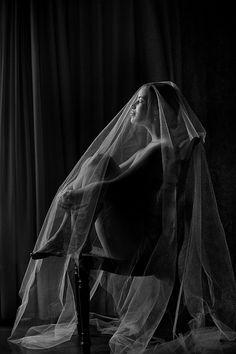 distinctive, modern wedding photo by award-winning destination wedding photographers Davina + Daniel | Junebug Weddings