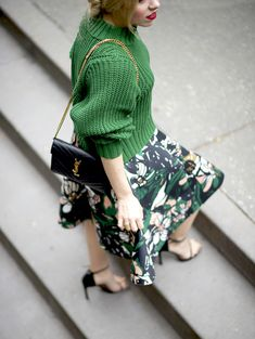 @allywonderland embraces transitional dressing with a rich emerald green sweater & floral skirt from H&M. | H&M OOTD