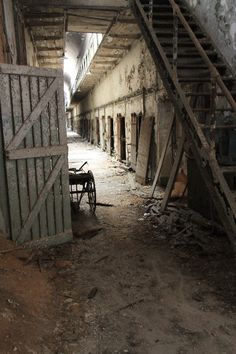 Eastern State Penitentiary - A Tour of Gritty Philly - Reflections Enroute Abandoned Castles, Abandoned Mansions, Abandoned Places, Eastern State Penitentiary, English Castles, Abandoned Amusement Parks, Mysterious Places, Stonehenge, Ghost Towns