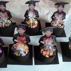 Lembrancinhas de Formatura ABC: 30 Photos et modèles - - Graduation Party Centerpieces, Graduation Party Themes, Graduation Decorations, Grad Parties, Graduation Crafts, Pre K Graduation, Kindergarten Graduation, Preschool Activities, Crafts For Kids