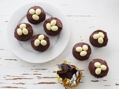 These delightfully cute cakes are a great treat to put into the children's 'nests' at Easter time.