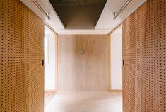 × toolbox コラボレーション企画   WORKS   大阪・神戸・沖縄でリノベーションならアートアンドクラフトへ! Divider, Interior Design, Room, Furniture, Home Decor, Nest Design, Bedroom, Home Interior Design, Interior Designing