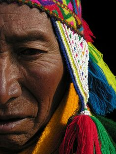 Near Ausangate mount, native Quechua man portrait. We Are The World, People Around The World, Art Péruvien, Population Du Monde, Arte Latina, Peruvian People, Costume Ethnique, Peruvian Art, Beauty Around The World