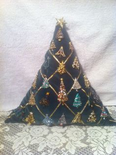 Christmas Tree Pin - Tree Pillow...great idea for displaying some of your tree pins!