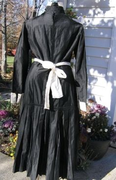 Late Edwardian maid dress w/ apron