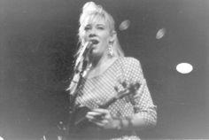 Amanda Brown of the Go-Betweens, circa 1986-1989 (DR).