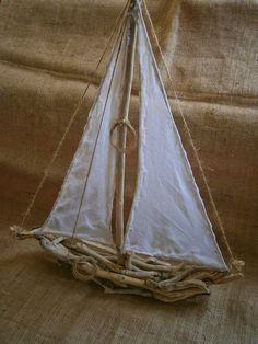 Lots of handmade sailboat ideas Coastal Style, Coastal Living, Coastal Decor, Driftwood Projects, Driftwood Art, Driftwood Seahorse, Driftwood Ideas, Sea Crafts, Nature Crafts