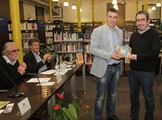 L'escriptor Miquel Aguirre, ahir a Salt l'entrega del guardó Foto: JOAN SABATER.